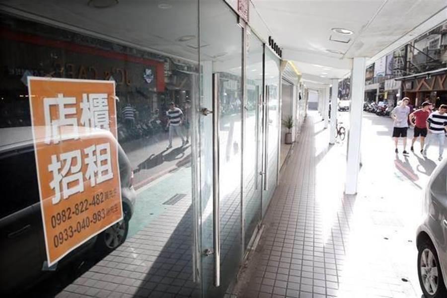 台北市東區商圈近來頻爆出老店抵抗不了高額租金,紛紛選擇退租。(中時資料照)