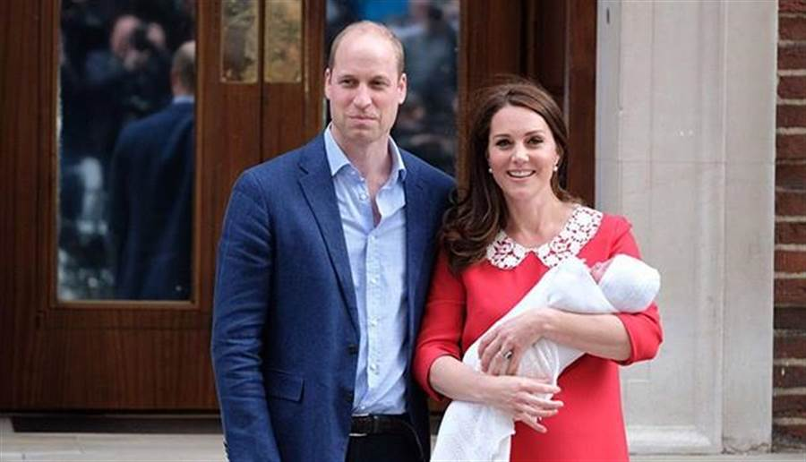 英國威廉王子與其妻子凱特,生產完7小時候就迅速亮相。(圖/The Royal Family臉書)