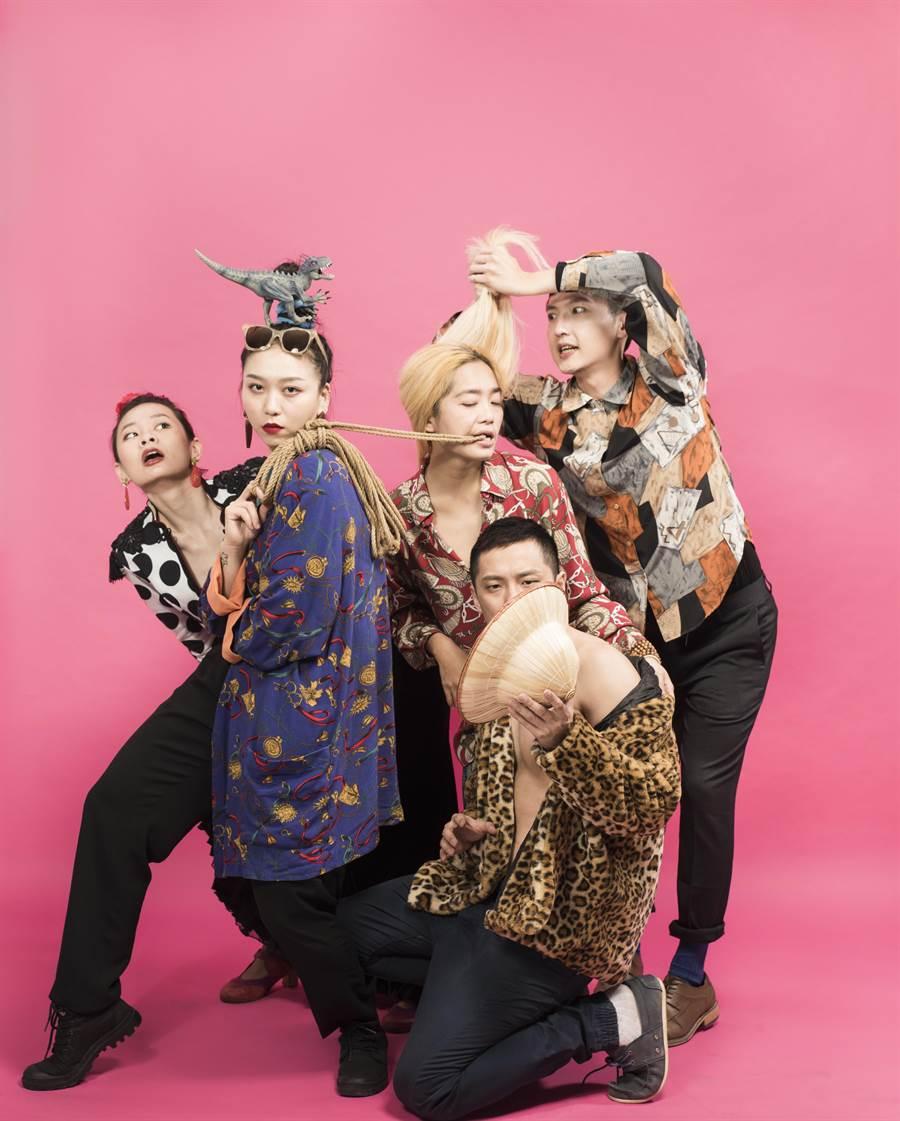 編舞新銳林祐如新作《台灣製造》呈現從台灣在地文化、舞者各自生長背景,所整合出的多元文化內涵。(國家兩廳院提供)