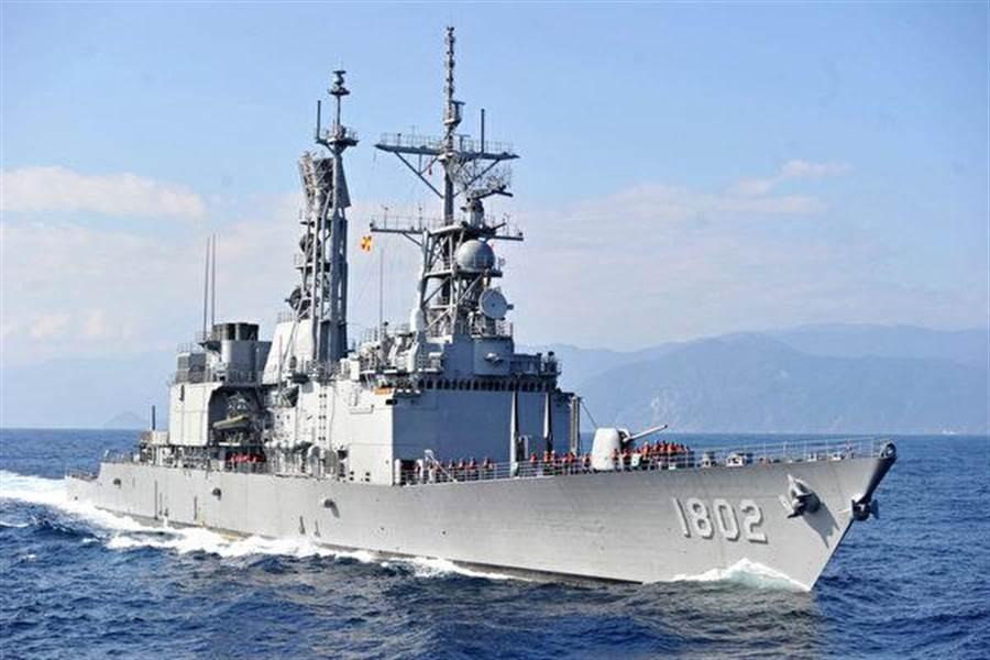雷神公司將全權維護基隆級與成功級的雷達系統,也就是桅杆上那些複雜的雷達群。(圖/中華民國海軍)