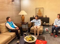 國民黨基隆市黨部主委黃希賢走訪六堵工業區內的中國端子電業