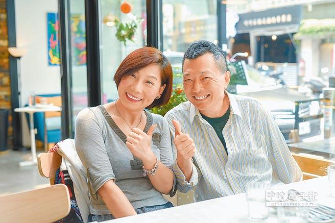 郎祖筠(左)和資深製作人張光斗有幾10年的交情。(盧禕祺攝)
