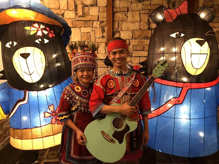排灣族紅寶石美聲的卓秋琴(左)與兒子趙偉廷(右)因滿州山谷音樂季而首次合作。(謝佳潾攝)