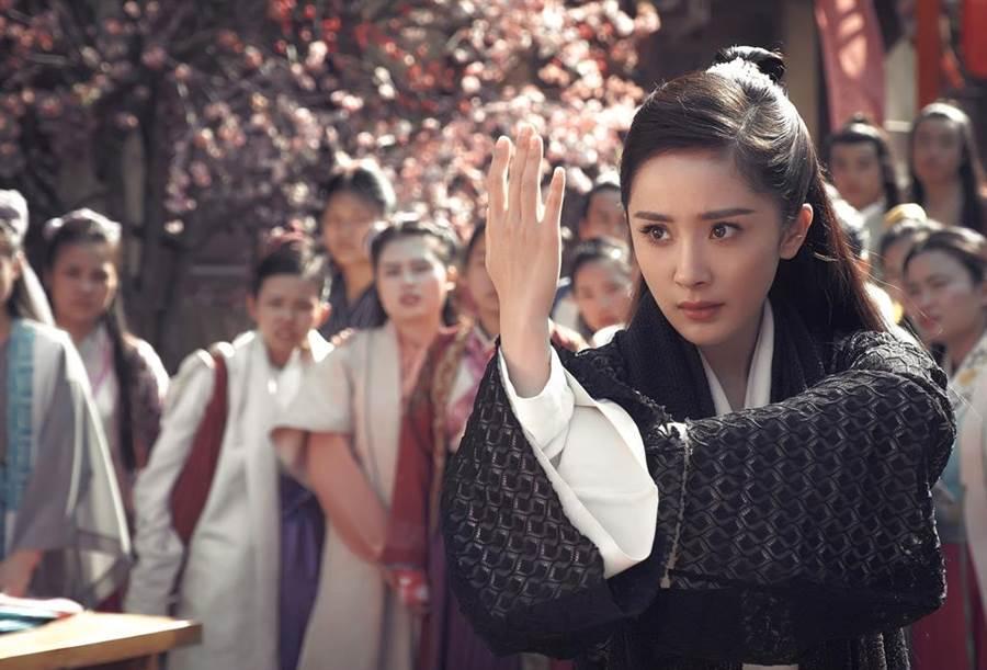 戲劇女王楊冪和阮經天在《扶搖》甜蜜互撩。(圖/中天提供)