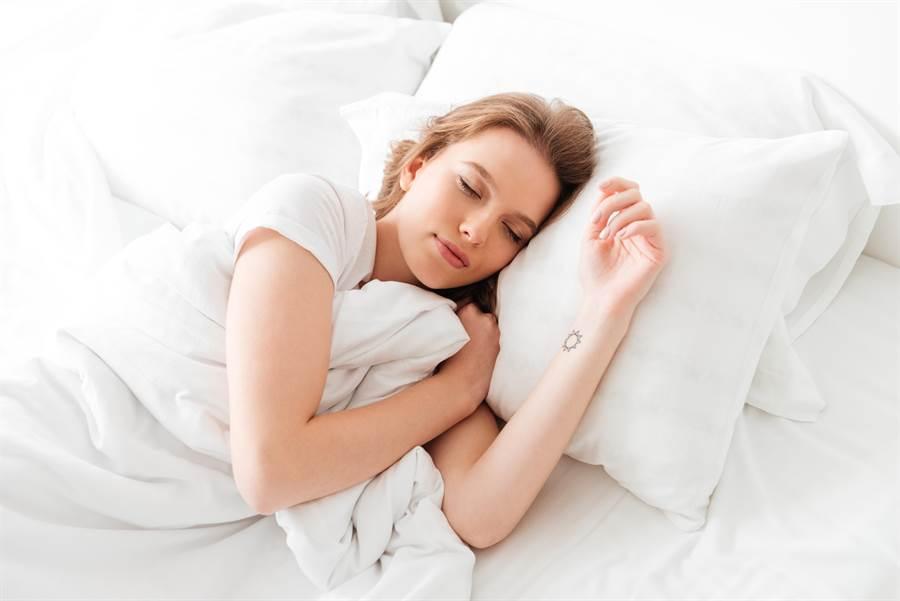 有越來越多人有失眠問題,吃以下幾種常見蔬果,能幫助入眠。(達志影像)