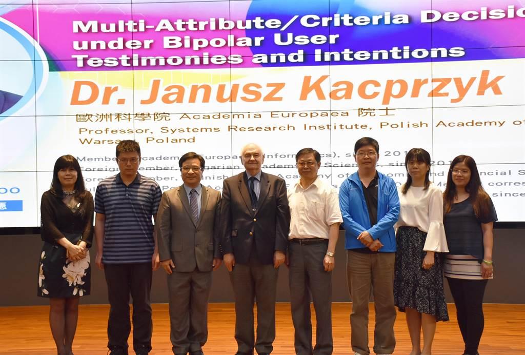 歐洲科學院士Janusz Kacprzyk教授受邀到淡江大學演講。(淡江大學提供)