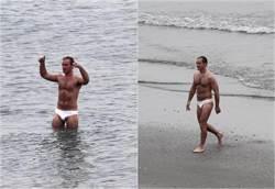 男神海邊穿白色小褲 「鵰形」超尺度凸一包