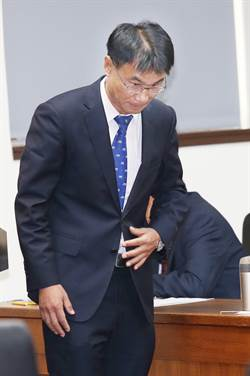 農委會主委陳吉仲向立委黃國昌就爭議訊息一事道歉