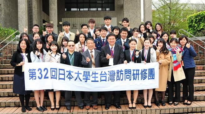 「日本大學生訪華研修團」參訪靜宜大學,深化台日交流、增進友好關係。(陳世宗攝)