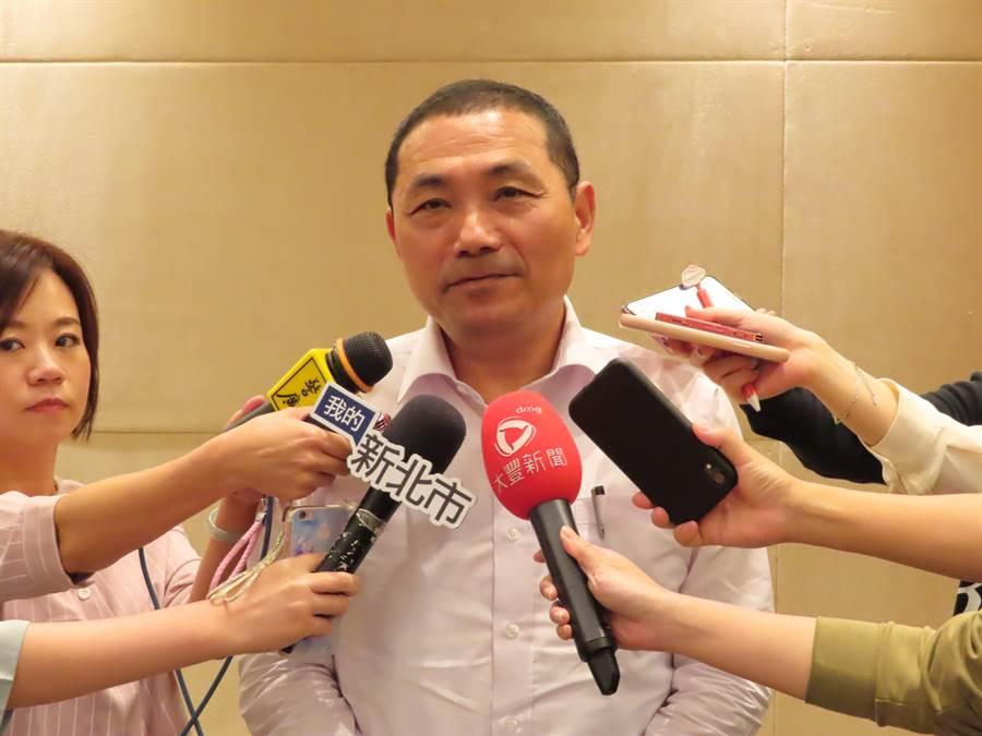 新北市长侯友宜喊出4年增加100班公共化幼儿园目标。(叶德正摄)