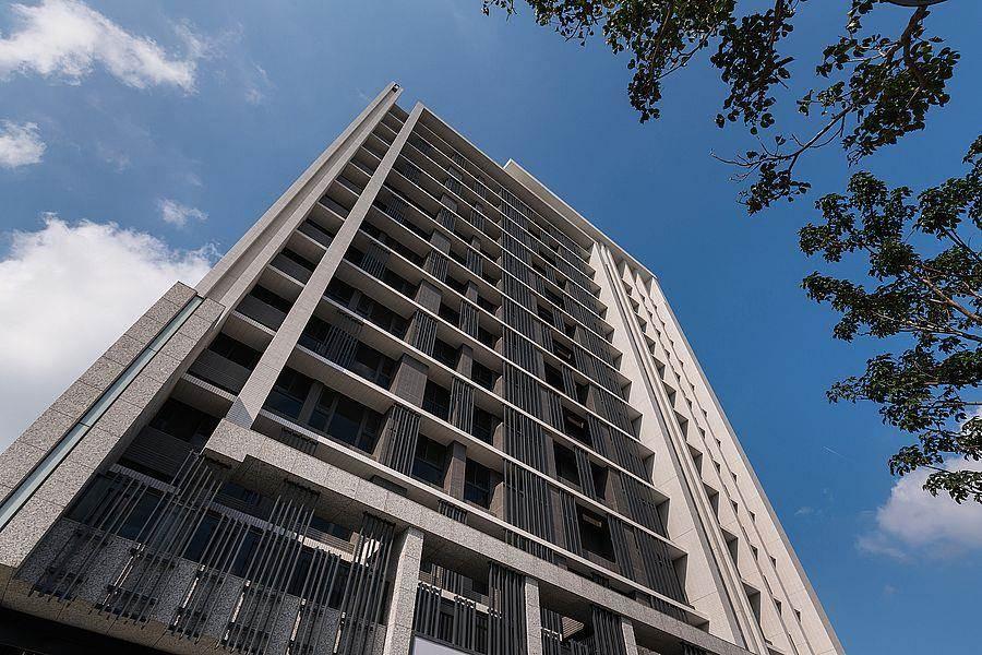 本案堪稱為鳳鳴重劃區內最具藝術感的建案,飯店式簡約外觀由四大台北豪宅御用設計師聯手打造。(圖片來源/中時電子報)