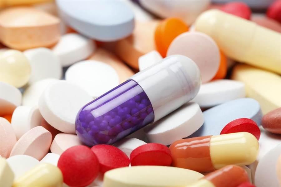 根據統計,國內平均每年吃掉3億6千萬顆腸胃藥錠。(示意圖/達志影像)
