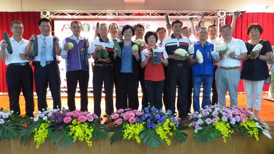 永靖農會百周年慶,縣長王惠美與各鄉鎮農會總幹事齊聚並送上祝賀。(鐘武達攝)