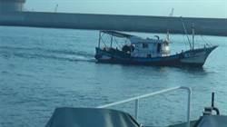 商港區違法拖網捕魚 高雄海巡隊攔船開罰