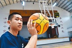 克服視障 高三生圓籃球夢