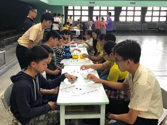 高一生自製數學桌遊  邀郊區小學生眾樂樂