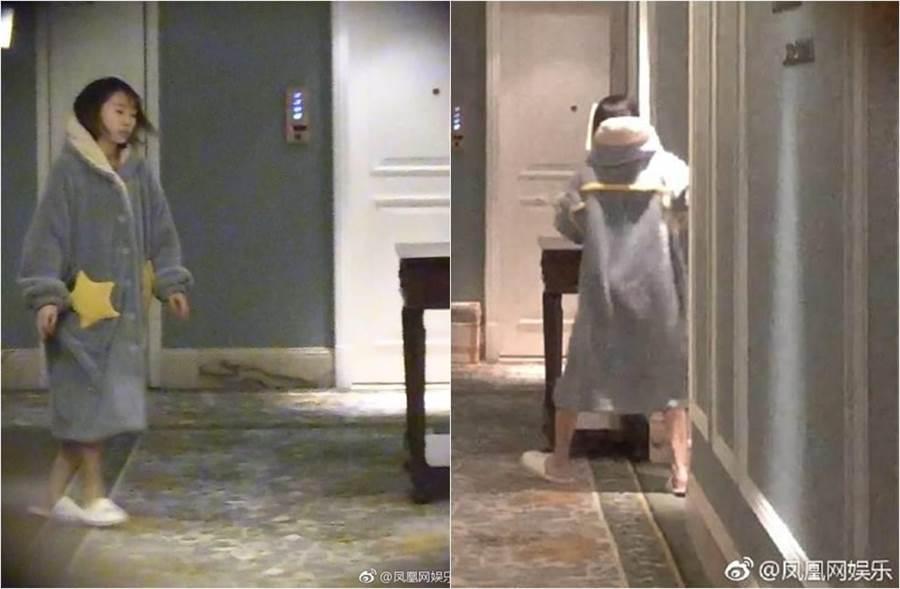 女經紀人被拍到只穿著睡袍,自由進出張丹峰房間。(圖/取材自鳳凰網娛樂微博)