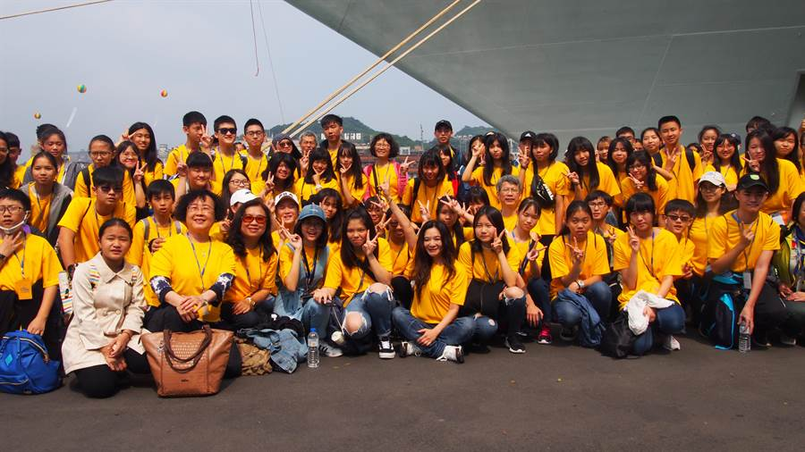 台北市議員應曉薇、天地元協會籌畫並主辦的「愛之船-百人圓夢旅」活動,搭乘歌詩達郵輪,7日在基隆港啟航。(李侑珊攝)