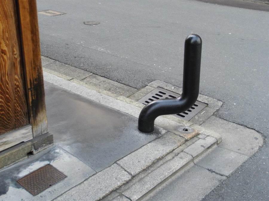 京都路边神秘棒状物是啥?功用惊人(图/翻摄自推特/@BUY_MBP)