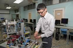 溫子賢從服務業轉換跑道 成為機電維修師