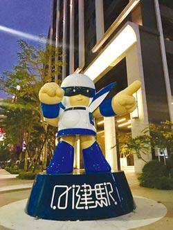 日健駅嶄新完工 巨型公仔吸睛