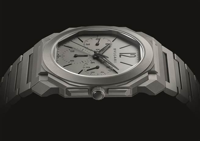 寶格麗創下史上最薄計時碼表的Octo Finissimo超薄計時碼表,機芯僅3.3mm,整支表厚度僅有6.9mm,售價55萬9000元。( BVLGARI提供)