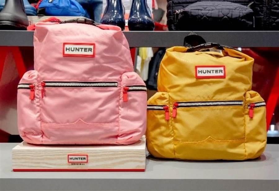 春夏氣息的粉色與黃色兩款尼龍經典後背包,原價NT$4480,開幕優惠NT$3000。(圖/品牌提供)