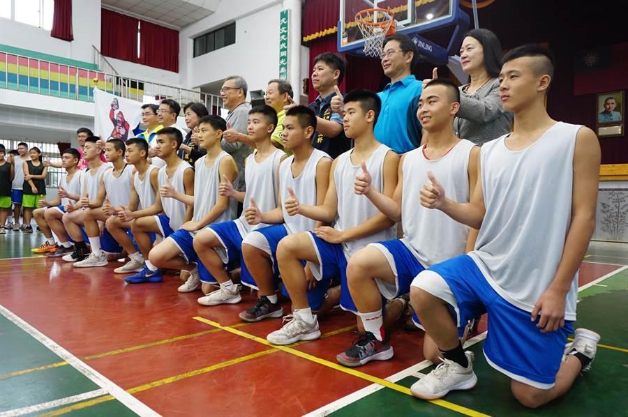 神岡國中體育班籃球隊員拿下17場連勝,闖進JHBL國中籃球聯賽前8強。(王文吉攝)