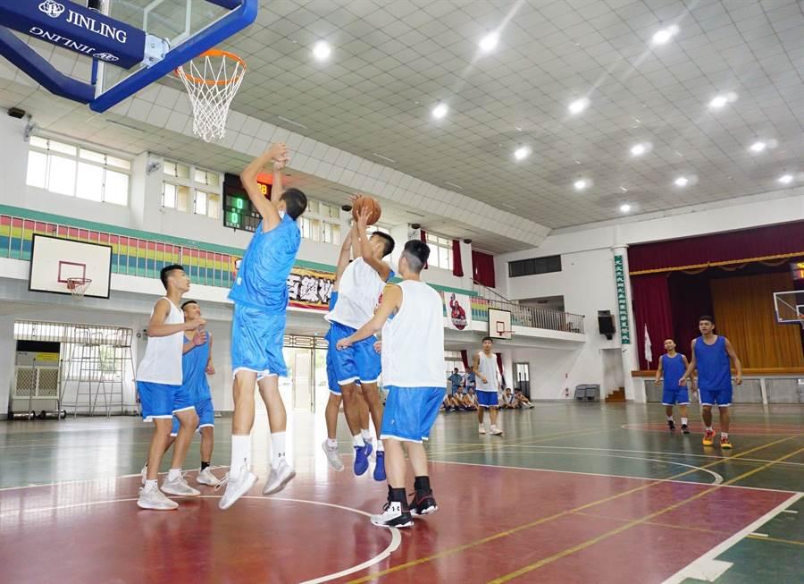 神岡國中體育班籃球隊成軍僅3年,練就一身好球技,取得JHBL甲級決賽門票。(王文吉攝)