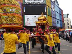 台中東區南天宮遶境起駕 兩千信徒隨行