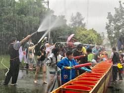 龍岡米干節揭開序幕 潑水節雨中登場