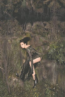 林憶蓮謝比爾賈拍出絕美〈魅惑〉
