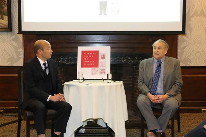 高雄市長韓國瑜美國時間11日在哈佛大學閉門演講,費正清中心研究員、波士頓大學國際關係與政治學教授傅士卓擔任主持人。(林宏聰翻攝)