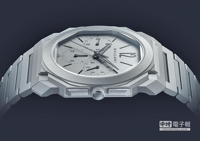 寶格麗創下史上最薄計時碼表的Octo Finissimo超薄計時碼表,機芯僅3.3mm,整只表厚度僅有6.9mm,售價55萬9000元。(BVLGARI提供)