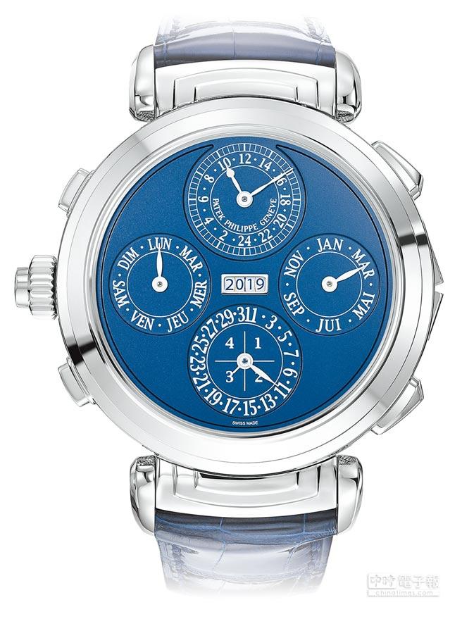 百達翡麗6300G-010雙面藍調大師報時腕表,正反表面可翻轉,是今年品牌最引以為傲的曠世巨作。(Patek Philippe提供)