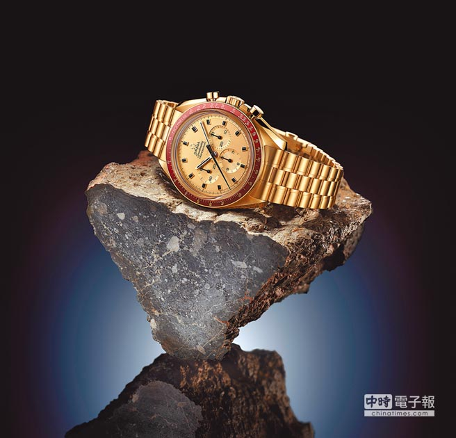 OMEGA今年推出人類登月50周年,推出超霸阿波羅11號50周年限量腕表,Moonshine月光金表殼,113萬600元,限量1014只。(OMEGA提供)