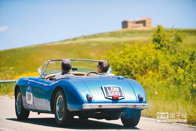 蕭邦贊助的Mille Mialia骨董車賽路經義大利鄉間,被譽為「最美麗的車賽」。(Chopard提供)