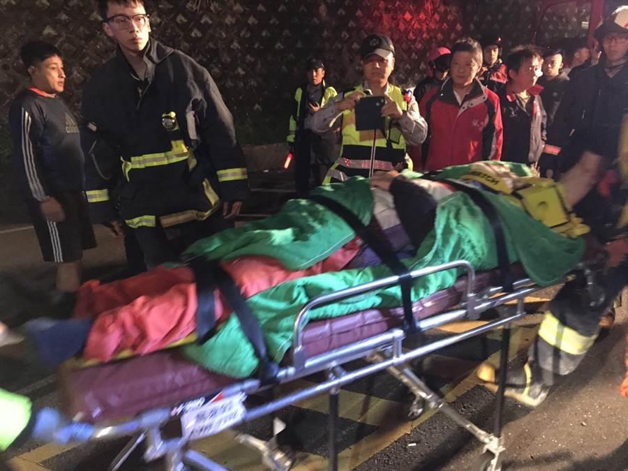 68歲日本籍男子山田騎機車擦撞紐澤西護欄後,跌落約100公尺處深溪谷,送醫後宣告不治。(葉書宏翻攝)