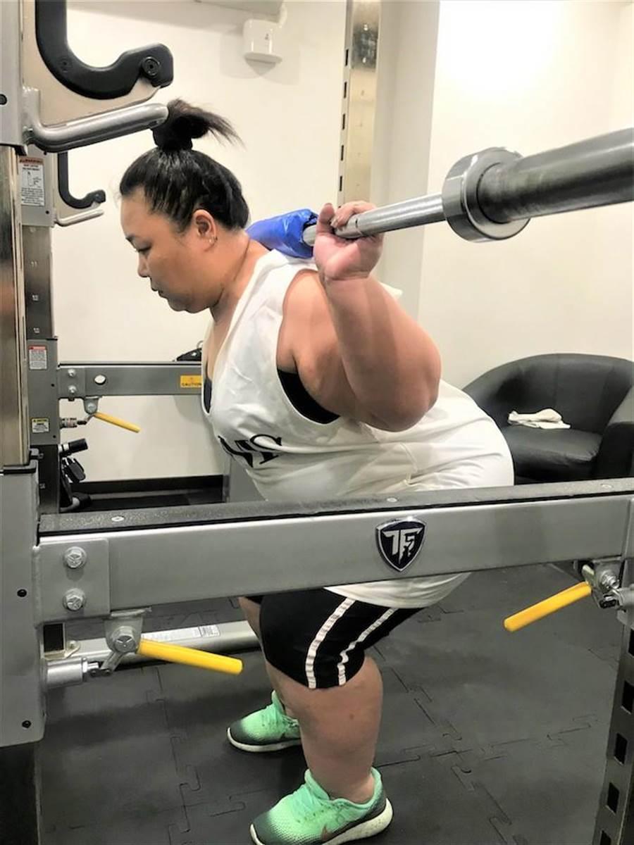 廖慧珍以舉重訓練肌耐力,被教練讚有天份。(艾迪昇傳播提供)