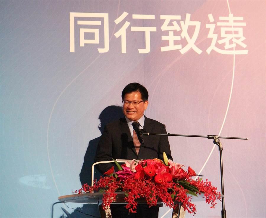 交通部長林佳龍13日祝賀交大生日,他期許中華電信與交大合作,建立策略聯盟,結合人才、預算與專利,就能讓台灣隊打世界盃。(陳育賢攝)