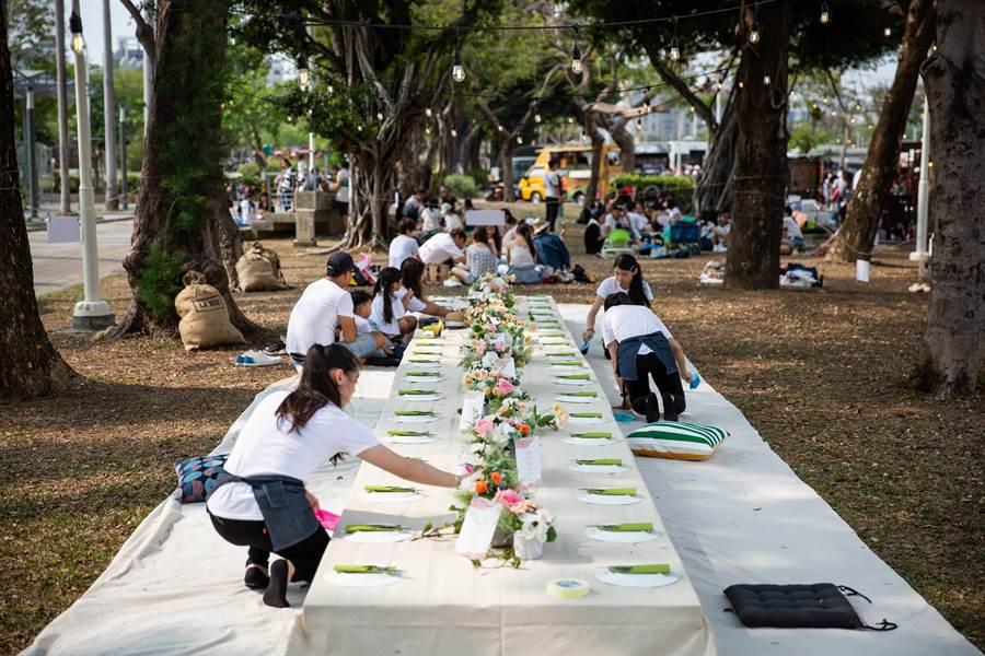 輕食業者推出豪華野餐宴。(袁庭堯攝)