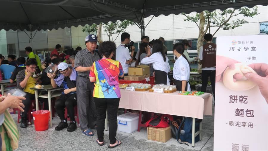 成美文化園已連續三年在大甲媽遶境期間開放提供香客服務。(謝瓊雲攝)
