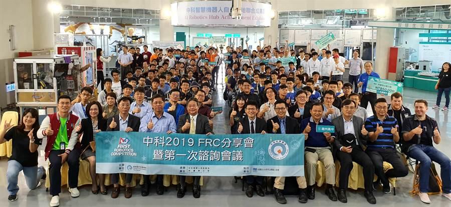 中科自造基地13日舉行世界機器人大賽分享會,參與熱烈。(盧金足攝)