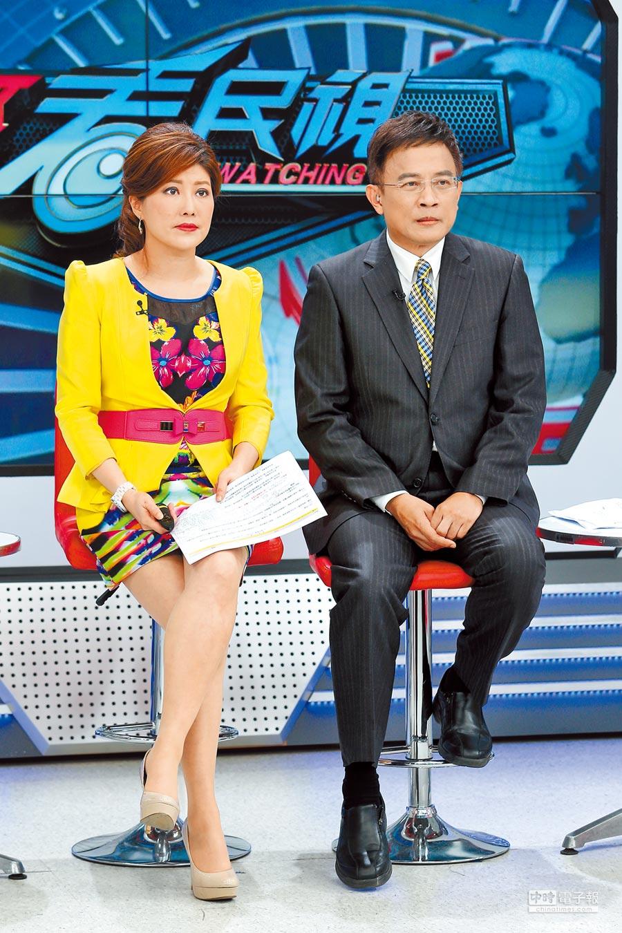 彭文正(右)與李晶玉主持的《政經看民視》被檢討製作成本高、收視不佳將收攤。(資料照片)