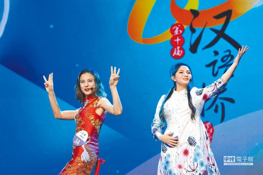 2017年第十屆「漢語橋」世界中學生中文比賽,來自美國的選手在比賽中。(新華社資料照片)