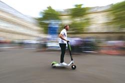 以色列愛用電動滑板車
