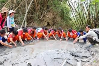 台南3校學童遊月世界 泥火山探險