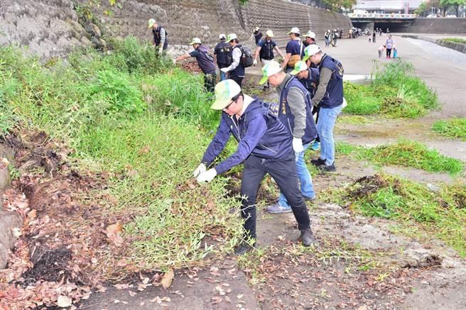 台中市府水利局舉辦麻園頭溪淨川活動。(盧金足翻攝)