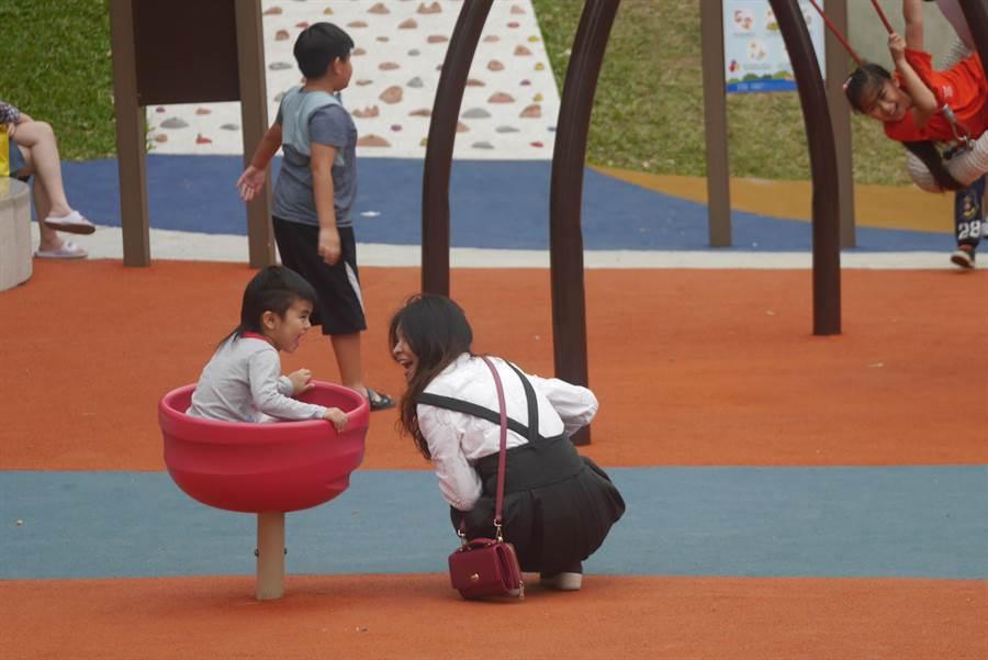 花蓮縣議員楊華美盼共融公園加入更多社區參與,納入不同族群需求。(許家寧攝)