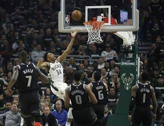 NBA》字母哥展MVP霸氣 公鹿狂電活塞